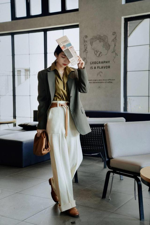 """三木博主把""""直筒裤""""带火了,这么穿时髦又气质,太适合30岁女人"""